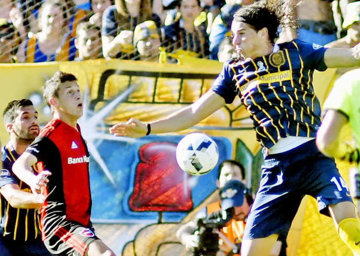 Flojo. El defensor Gissi fue uno de los responsables directos del gol visitante. (Foto: Alejandro Guerrero).