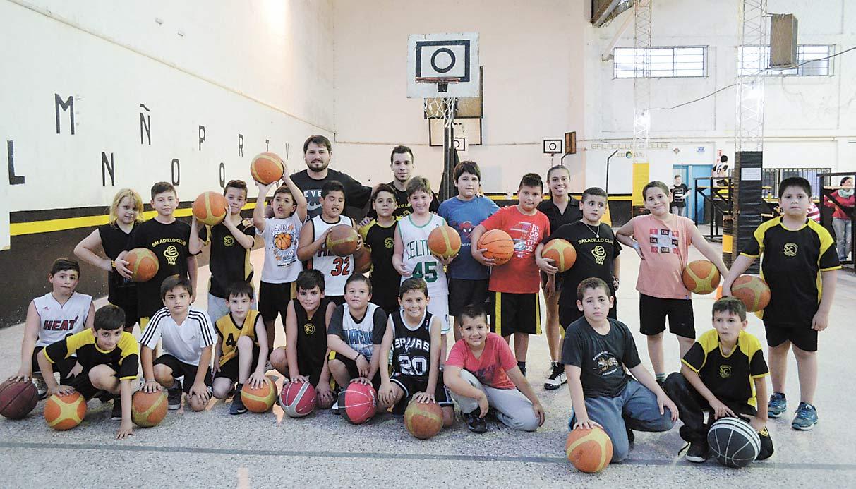 Los chicos de la premini del Saladillo Club transmiten pasión y entusiasmo por el deporte de la naranja.