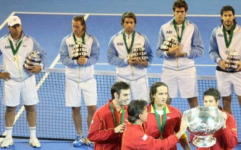 Frustración. En 2011, Del Potro y Nalbandian sufrieron a España en Sevilla.