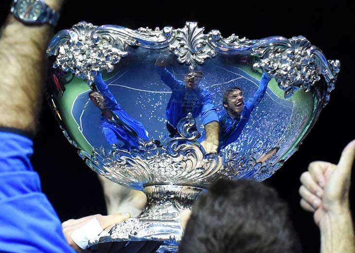 Ensalada criolla. Los jugadores argentinos posan para la foto con la tan preciada Ensaladera de Plata conquistada ayer.