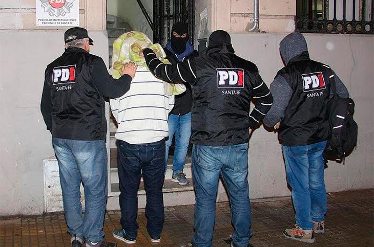 Trasladaron al joven acusado de estafa, hackeo y amenazas a un fiscal