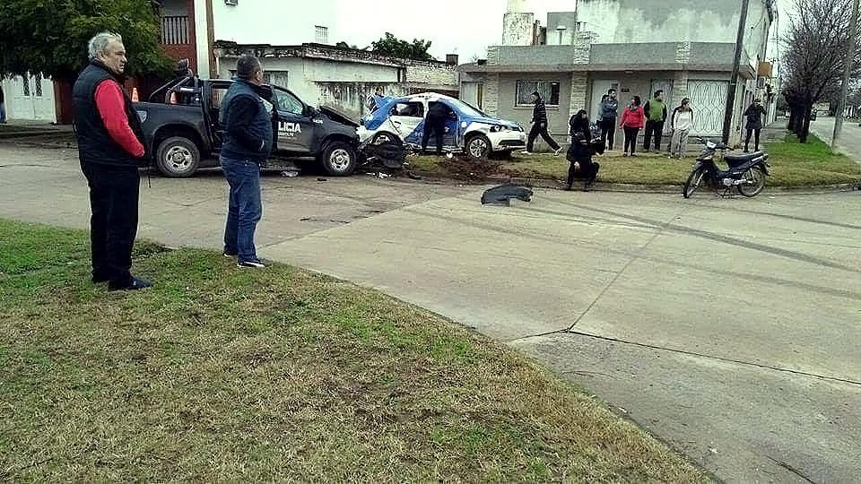 Dos patrulleros chocaron al perseguir a un motochorro: un muerto