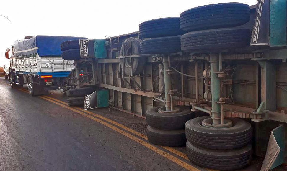 Dos camiones chocaron en la autopista a Buenos Aires