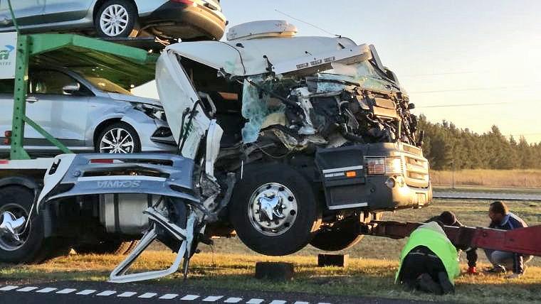 Camiones complican autopistas a Santa Fe y Buenos Aires