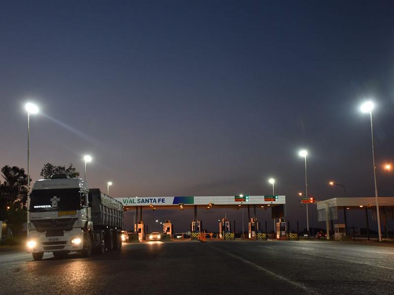 Fuerte choque de camiones en la autopista Rosario-Buenos Aires