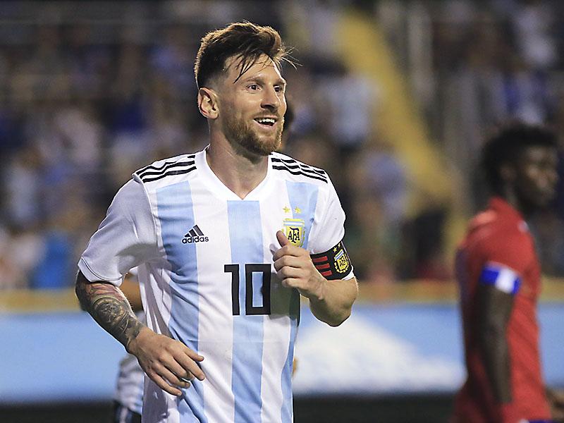 El rosarino Lionel Messi regresaría a la selección argentina para disputar la  Copa América que se llevará a cabo el año próximo en Brasil 895ed032231f6