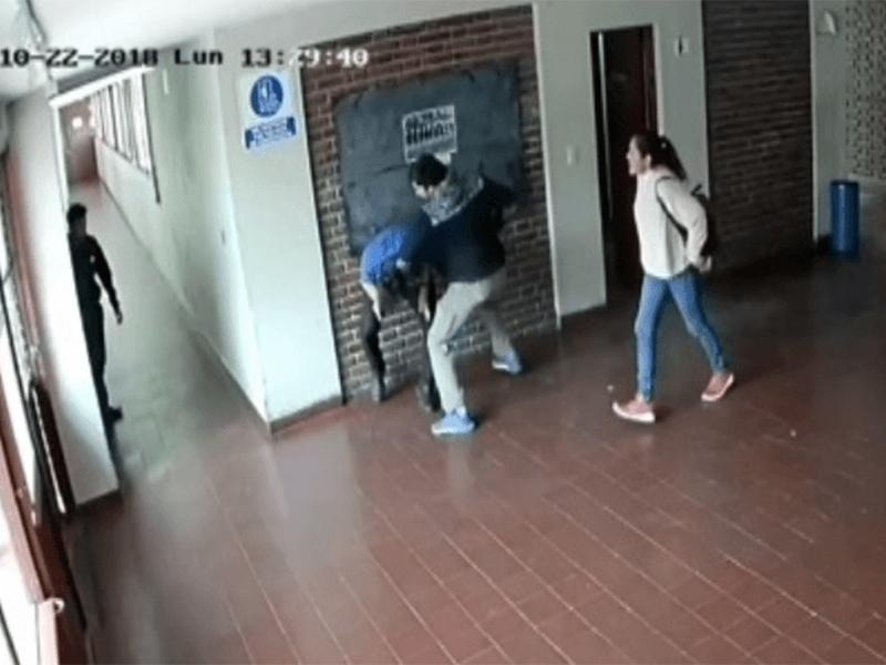 Tremenda paliza a preceptor acusado de acosar a una alumna