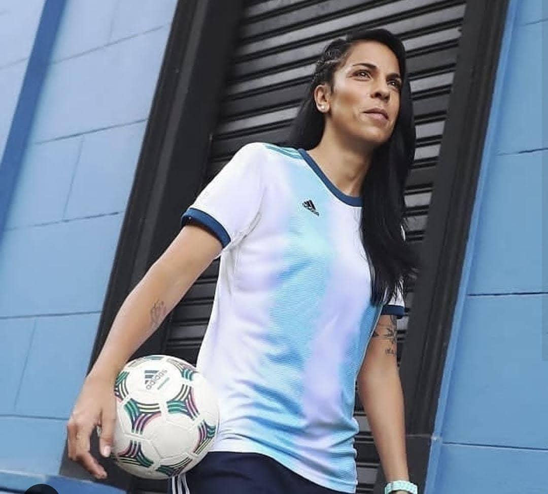 f086f22baeac4 Presenta nueva camiseta y sueña con ser sede mundialista – Diario El ...