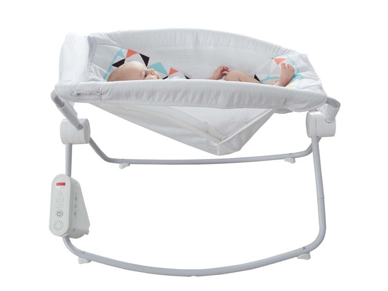b70f799c4 El grupo estadounidense Mattel anunció el viernes el retiro de 4,7 millones  de sillas de bebé de la marca Fisher-Price en el mercado mundial, ...