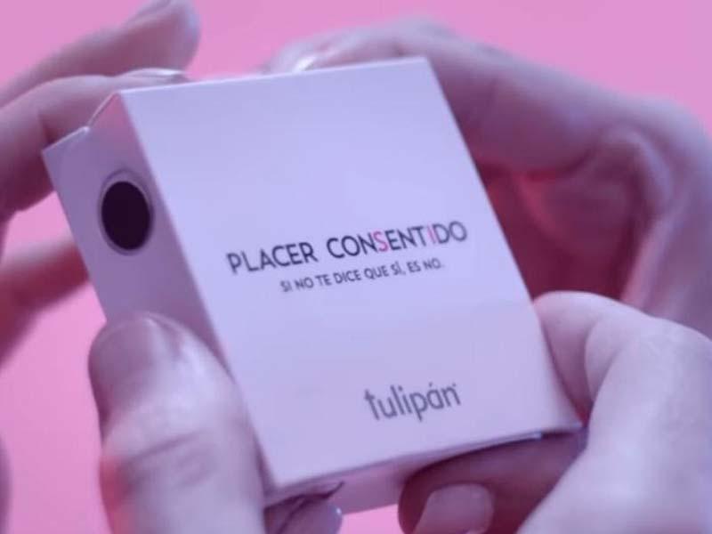 Se necesitan cuatro manos para abrir el paquete — Nuevo preservativo
