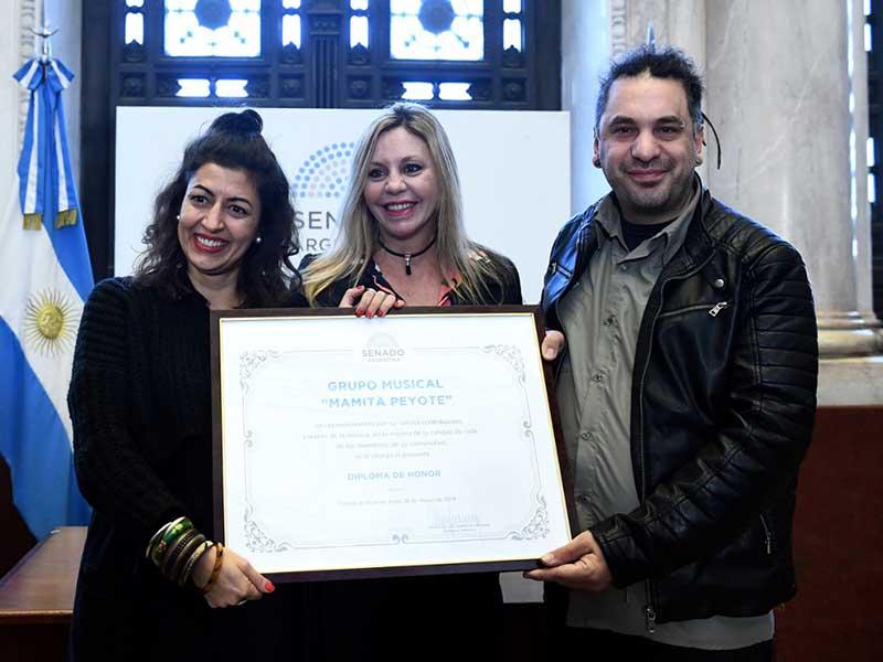 Senado de la Nación entregó diploma de honor a la banda rosarina Mamita Peyote