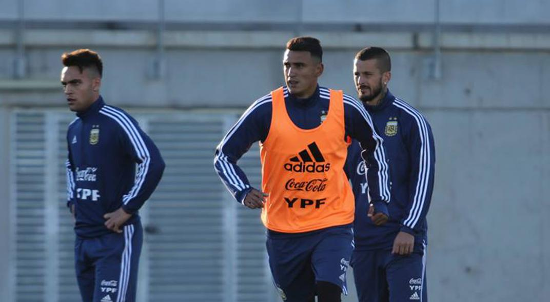 Argentina prepara una revolución en el once contra Paraguay
