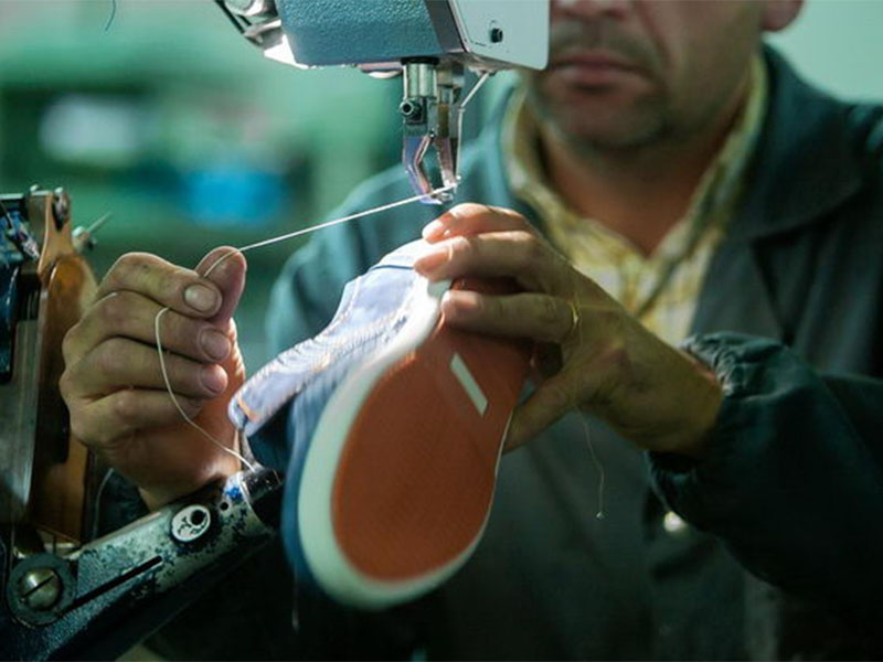 15866831fa Crisis en industria del calzado: la producción cayó 11% y el consumo ...