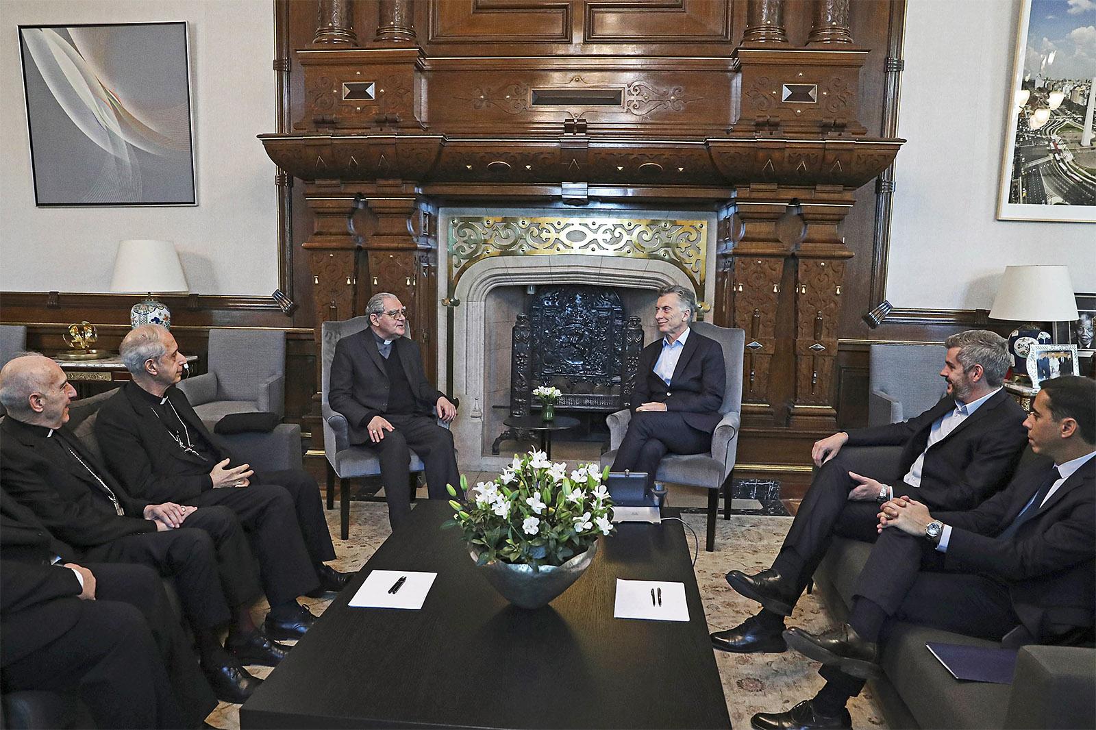 Macri pidió a la Iglesia colaboración para mantener la