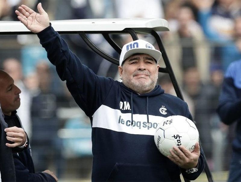 Confirmado: Maradona dejó de ser el DT de Gimnasia La Plata ...