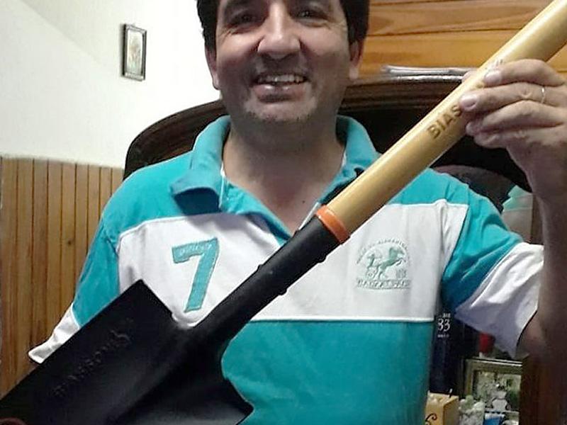 Devolvió 2 millones de pesos y lo premiaron con una pala