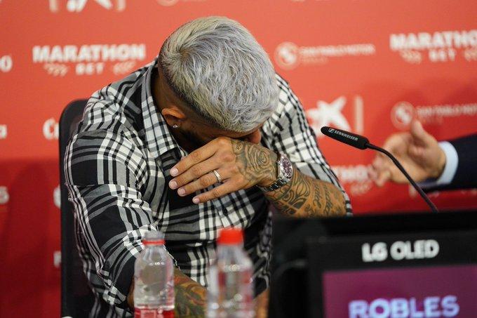 Éver Banega se quebró y se despidió entre lágrimas del Sevilla